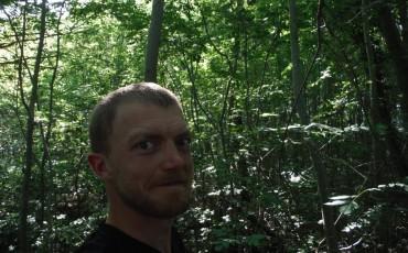 Imagen de Harry en un bosque