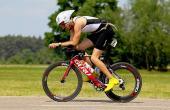 image of David Girones on triathlon racing bike